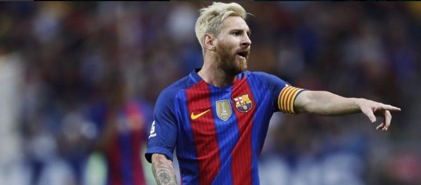Leo Messi reparte indicaciones durante un partido. Foto: @partidazocope.