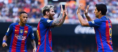 Messi, Suárez y Neymar celebran la victoria ante el Valencia. Foto: Mundo Deportivo.