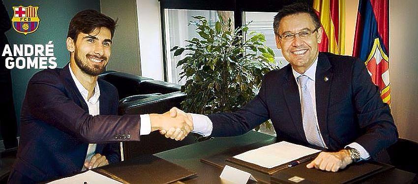 André Gomes junto a Bartomeu en la firma del contrato | Foto: @aftgomes