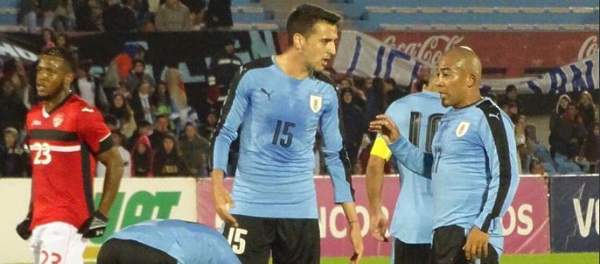 Jugadores de Uruguay y Trinidad y Tobago durante el partido | Foto: @AUFoficial