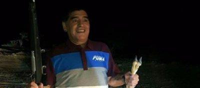 La foto de Maradona que no gustará a los defensores de los animales