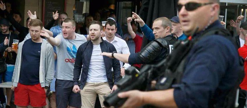 La amenaza ante una posible alineación no ha frenado a estos hooligans modernos. Foto: Sportyou.