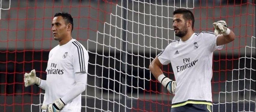 Keylor Navas y Kiko Casilla podrían protagonizar un nuevo dilema en la portería del Real Madrid. Foto: Twitter.