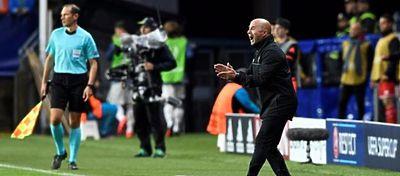 Sampaoli anima a su equipo durante la Supercopa de Europa. Foto: Twitter.