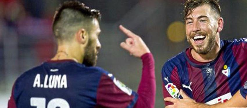 Enrich y Luna celebran un gol con el Eibar. Foto: @marca.