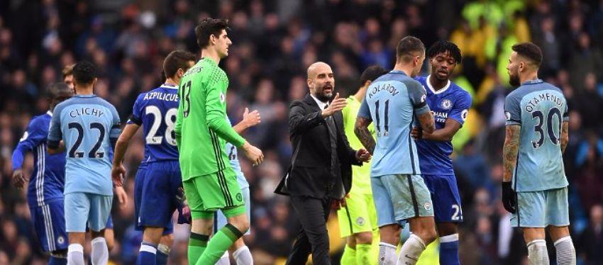 Guardiola ignoró el saludo de Cesc Fàbregas tras el partido ante el Chelsea. Foto: Mundo Deportivo.