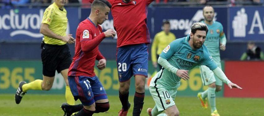 El momento de la caída de Messi. Foto: Twitter.