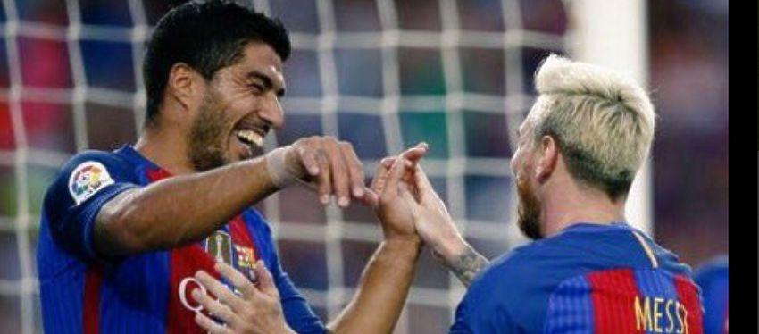 Leo Messi celebra un gol con Luis Suarez | Foto: @messi10stats