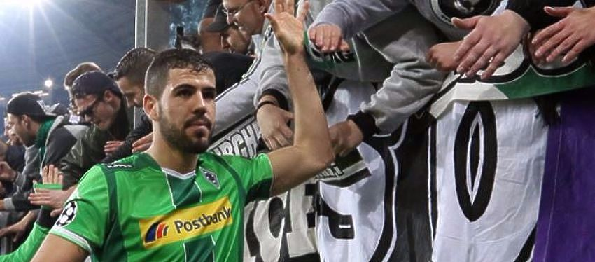 Alvaró Domínguez durante un encuentro con el Borussia