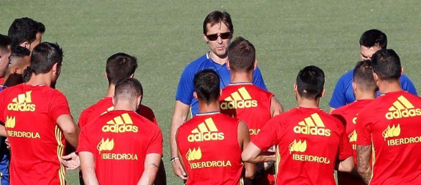Lopetegui dirige a la selección durante un entrenamiento. Foto: Twitter.