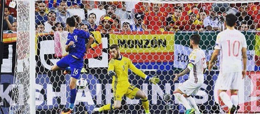 Nikola Kalinic acabó con la histórica racha de imbatibilidad de España en la Eurocopa. Foto: @uefaeuro.