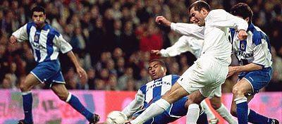 El Madrid revive el golazo de Zidane al Deportivo