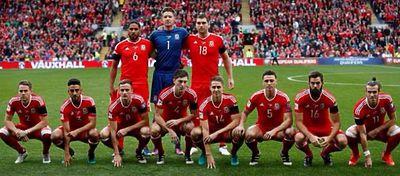 Gales protagoniza la peor foto de equipo de la historia