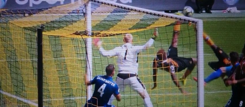 Diomande inauguró el marcador ante el Leicester con un gran chilena. Foto: Twitter.