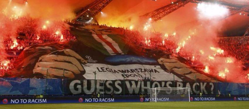 Este es el impresionante tifo que desplegaron los aficionados del Legia en el partido frente al Dortmund. Foto: Twitter.
