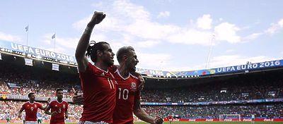 Garet Bale celebra el gol de Gales |Foto: @Gales_es
