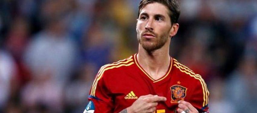 Sergio Ramos, en un partido con España. Foto: Twitter.