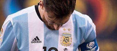 Messi sigue sin levantar la cabeza con la selección Argentina. Foto: Twitter.