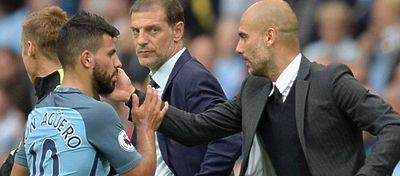Guardiola saluda a Agüero durante un partido con el City. Foto: @golcaracol.