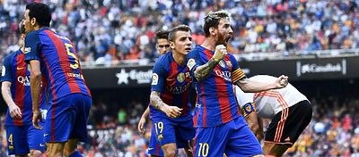 Messi celebra el gol tras el botellazo a Neymar. Foto: @a3noticias.