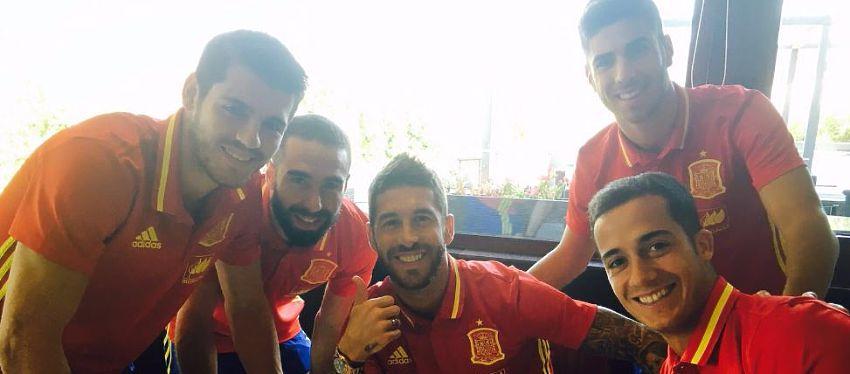 Sergio Ramos junto a otros compañeros de la Selección Española |Foto: @SergioRamos