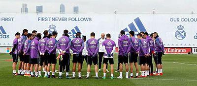 La plantilla del Real Madrid guardó un respetuoso minuto de silencio antes del entrenamiento. Foto: Real Madrid.