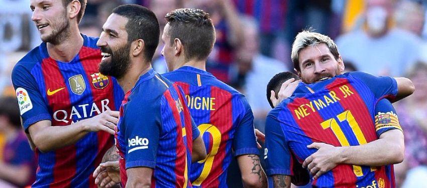 Messi se abraza con Neymar tras el 4-0. Foto: @diarioas.