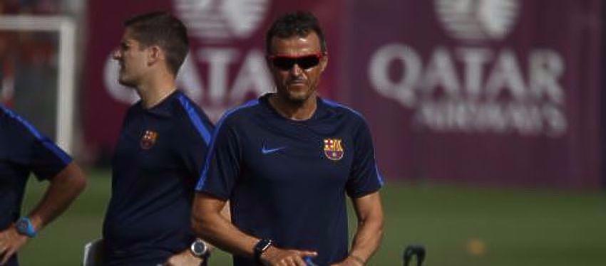 Luis Enrique y algunos jugadores durante la sesión de entrenamiento | Foto: @FCBarcelona