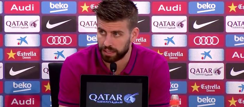 Pique comparece en rueda de prensa. Foto: Barça TV, Youtube.