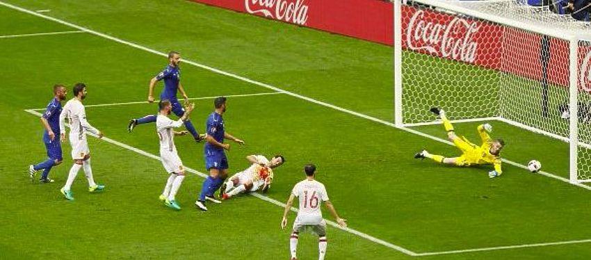 Primer gol de italia   Foto: @Vivo_Azzurro
