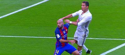 Mascherano fue el protagonista de varias acciones polémicas durante el choque. Foto: BeIN Sports.