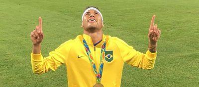 Neymar celebra el oro olímpico tras la tanda de penaltis ante Alemania. Foto: Instagram.