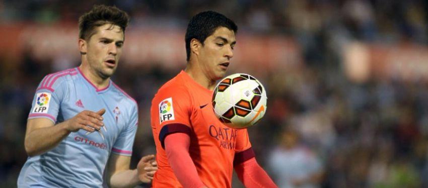 Andreu Fontàs disputa un balón con Suárez en el partido de la pasada temporada. Foto: Twitter.
