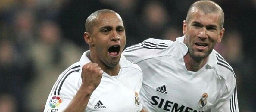 Roberto Carlos celebra un gol junto a Zidane, en su etapa como jugador. Foto: Twitter.
