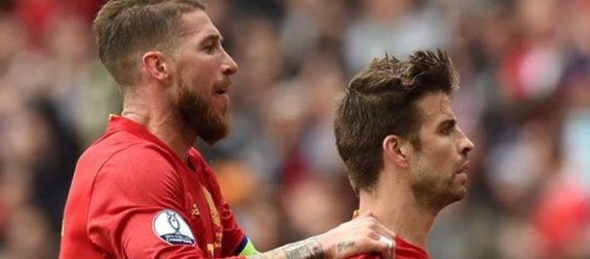 Sergio Ramos y Piqué celebran el 1-0 de España ante la República Checa. Foto: Twitter.