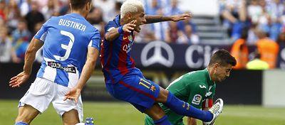 Neymar se ha convertido en el blanco de muchos equipos esta temporada. Foto: Twitter.