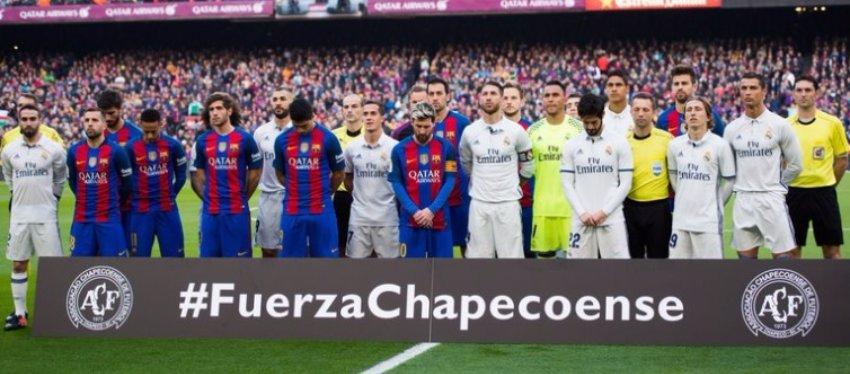 Barça y Madrid mostraron su apoyo al Chapecoense en el último Clásico. Foto: Twitter.