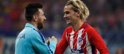 Messi y Griezmann se saludan en un partido entre Barça y Atlético. Foto: Twitter.