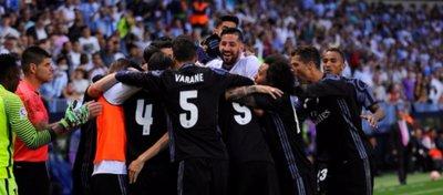 El Real Madrid celebra su Liga número 33 en la Rosaleda. Foto: Twitter.