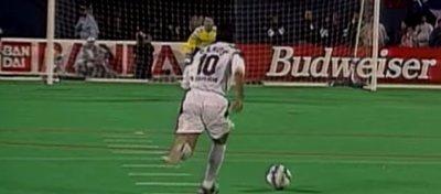 ¿Volveremos a ver esta curiosa forma de lanzar los penaltis? Foto: Youtube.