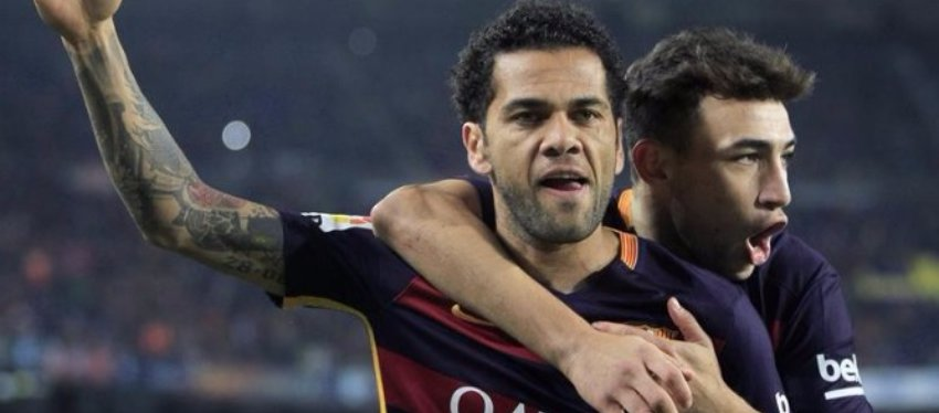 Alves celebra un gol junto a Munir, ambos ex jugadores del Barça. Foto: Twitter.