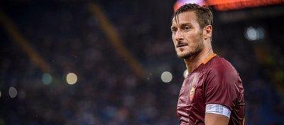 Totti dice hoy adiós al fútbol tras 25 años. Foto: Twitter.