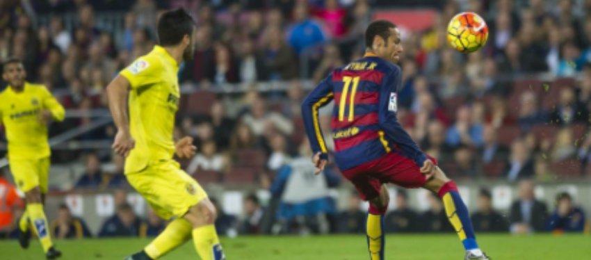 Foto: Neymar en una jugada del partido
