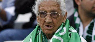 Concepción Andrade, todo un icono del Betis. Foto: Twitter.