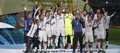 El Madrid alza el Mundial de Clubes del pasado año. Foto: Twitter.