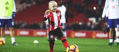 Bradley se llevó la alegría de su vida en la previa del Sunderland-Chelsea. Foto: Twitter.
