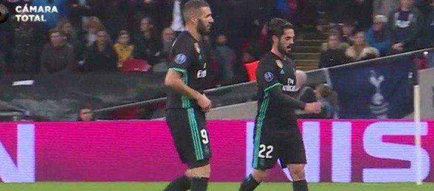 Benzema e Isco se marchan andando del campo. Foto: Antena3.