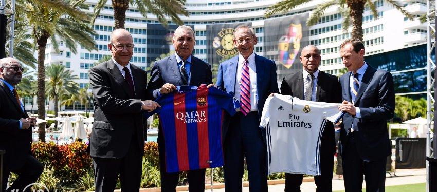 Varios ex jugadores de ambos equipos, el pasado mes de marzo en la presentación del Clásico.