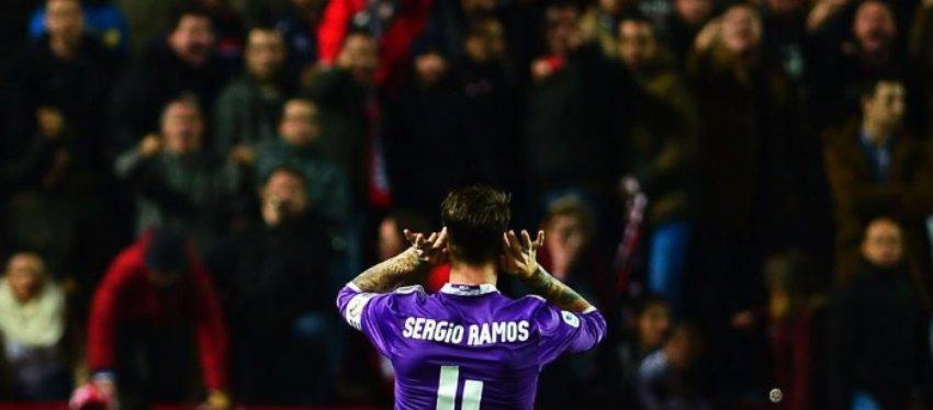 Así se dirigió Ramos a la zona norte del estadio tras el segundo gol del Madrid. Foto: Marca.