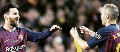 Messi podría superar hoy a Iniesta en títulos. Foto: Twitter.
